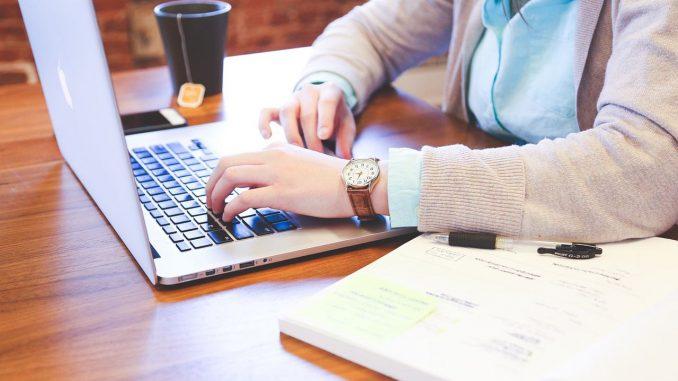 Rodzaje umów związanych ze świadczeniem pracy